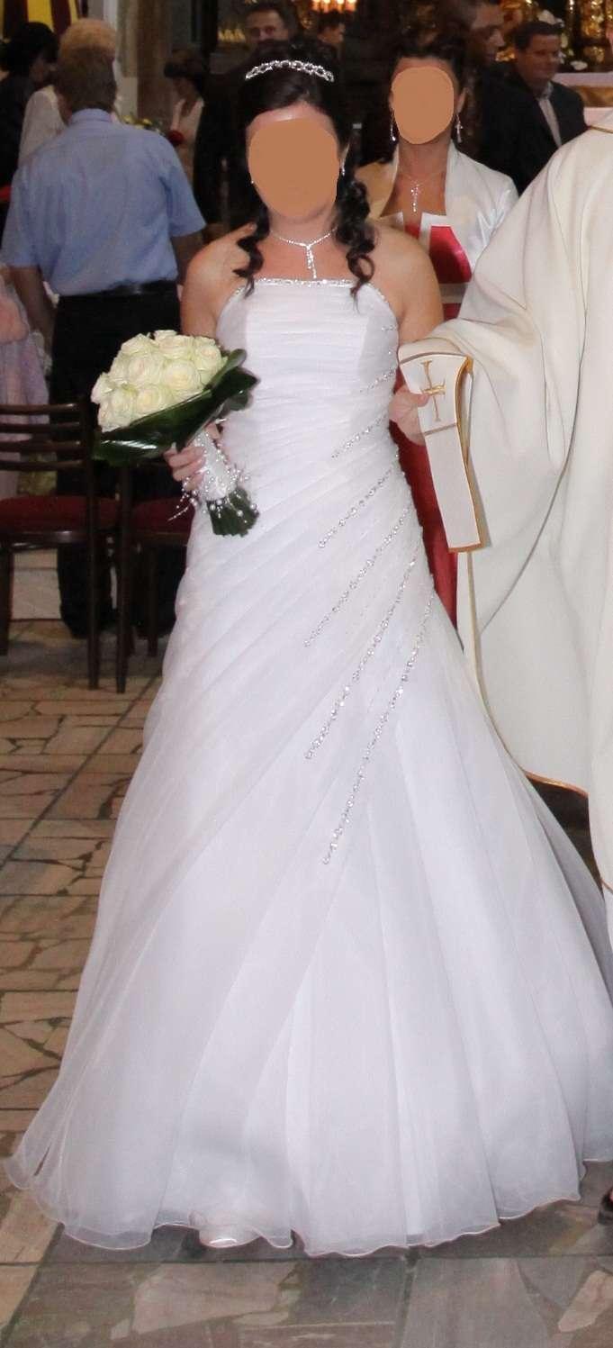 35ce21a03c7b Jednoduché pekné svadobné šaty