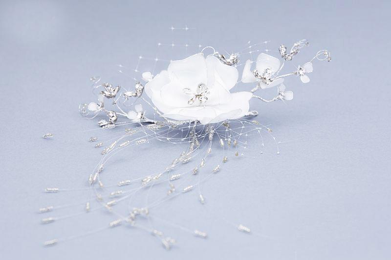 Ozdoba do vlasov s kvetom a korálikmi 138 3a785d50c65
