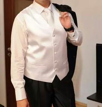 biela svadobná vesta s kravatou, 52