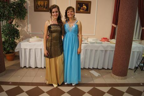 Dlhé modré spoločenské šaty, 40