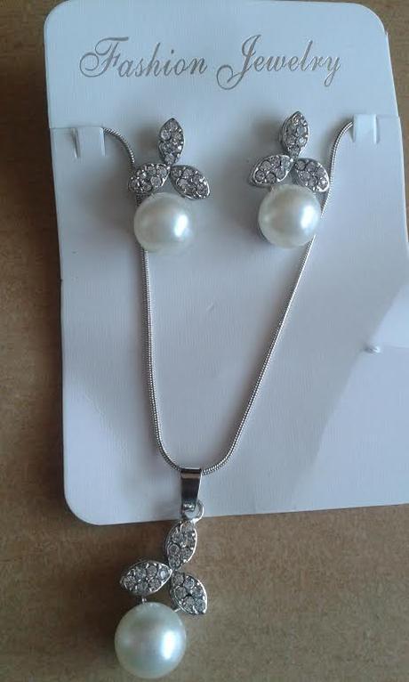 Súprava náhrdelník a náušnice s perlami,