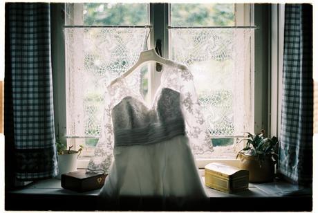 Krátke šaty s ručne našívanou čipkou, 36