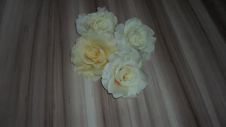 umelé ruže na dekoráciu,