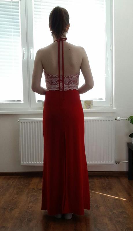Čipkové červené šaty, 38