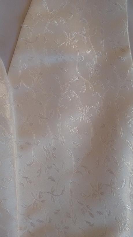 Svadobná vesta s kravatou, 46