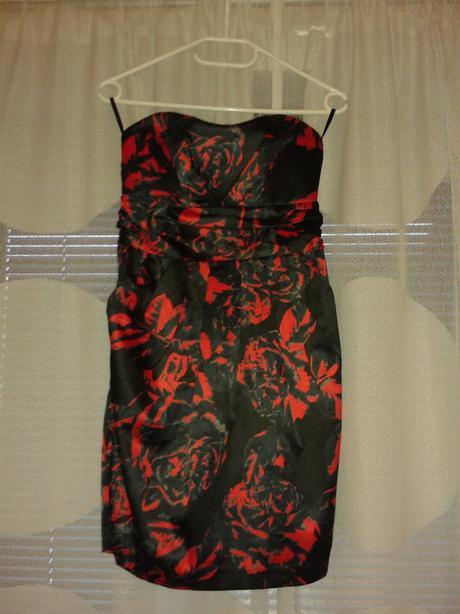Společenské šaty vhodné pro svědkyni/družičku, 36