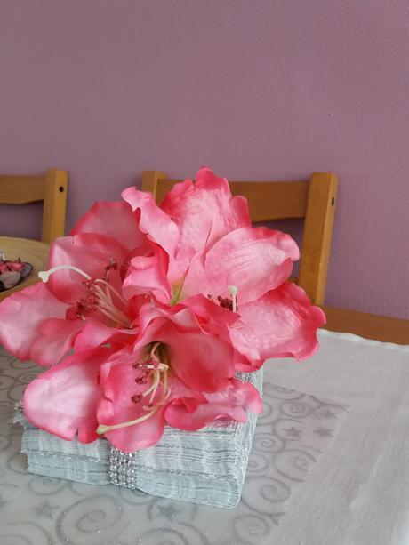 Umělé květiny na dekoraci,