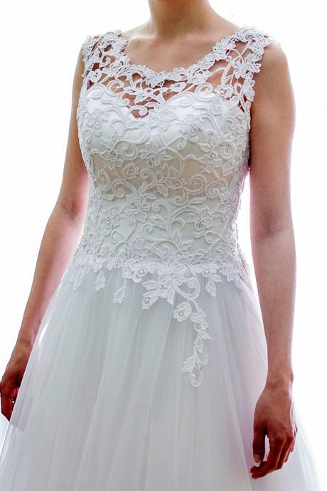 Svadobné šaty so závojom, 36