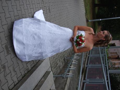 svatební šaty s vlečkou na šněrování , 36