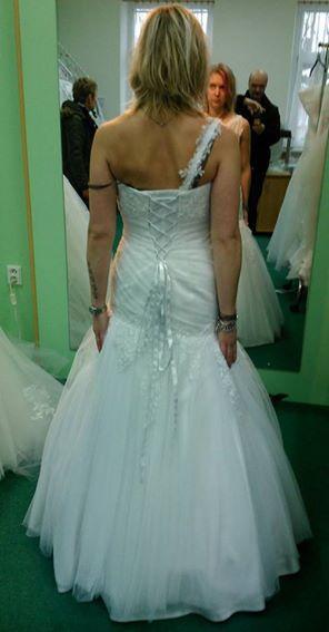 Svatební šaty, 37