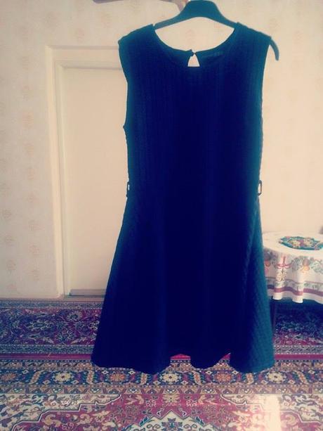 Čierne Athmosphere šaty, 40