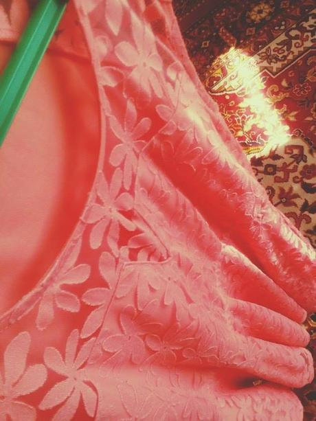 Kvetinkové ružové šaty, 36