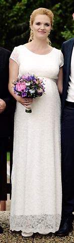 Těhotenské svatební šaty, 42