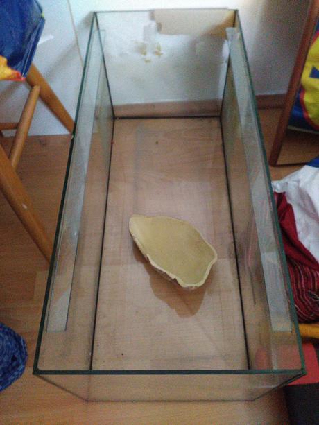 akvarium 30x30x70cm,