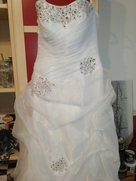 Snehobiele korzetové šaty, 38