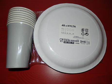 papierové taniere + poháre + príbor,