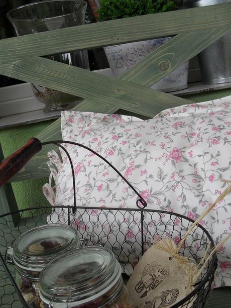 Masívna stolička, kreslo, na terasy, do kuchyne.,