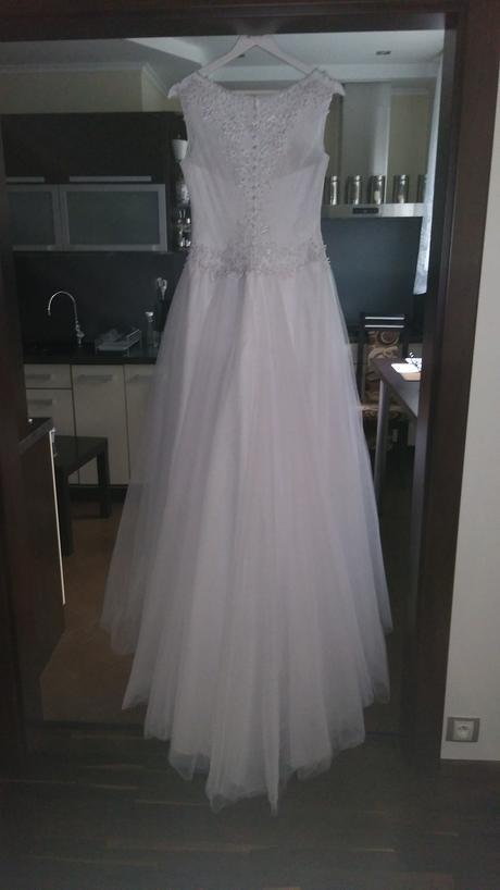 Snehobiele svadobné šaty s vlečkou, 38