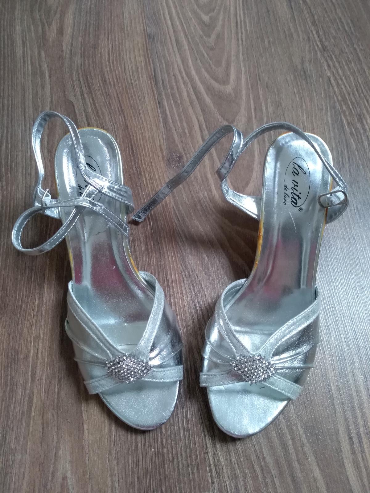 48c46ab690 Strieborné sandále