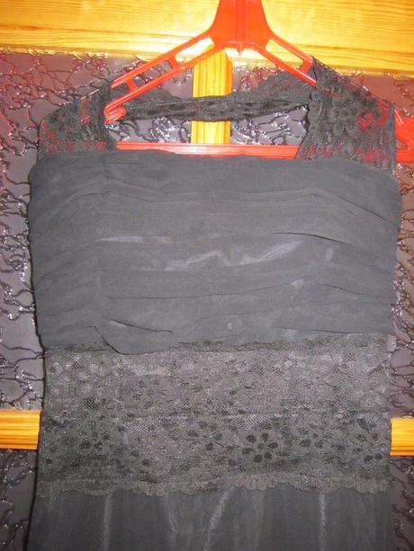 Čierne šaty s čipkou, 34