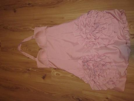 Ružové šaty s ružami, 36
