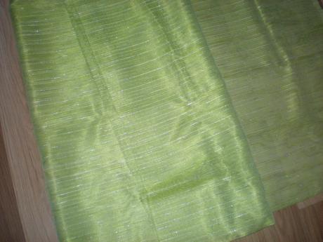 Zelená textilia na záclonu,