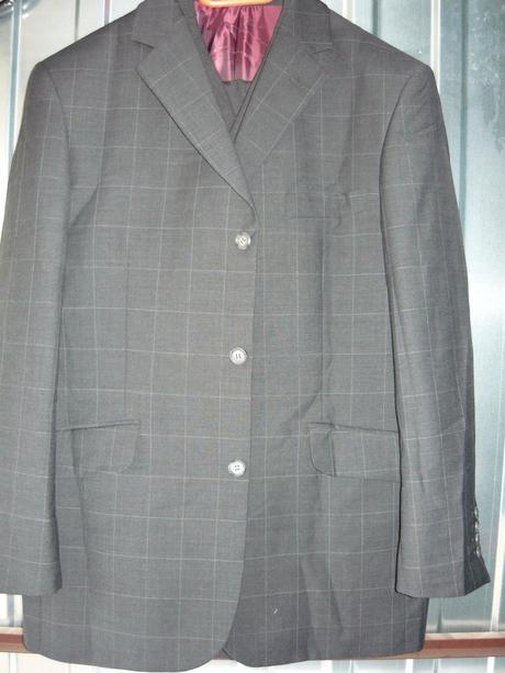 oblek nenosený , 34