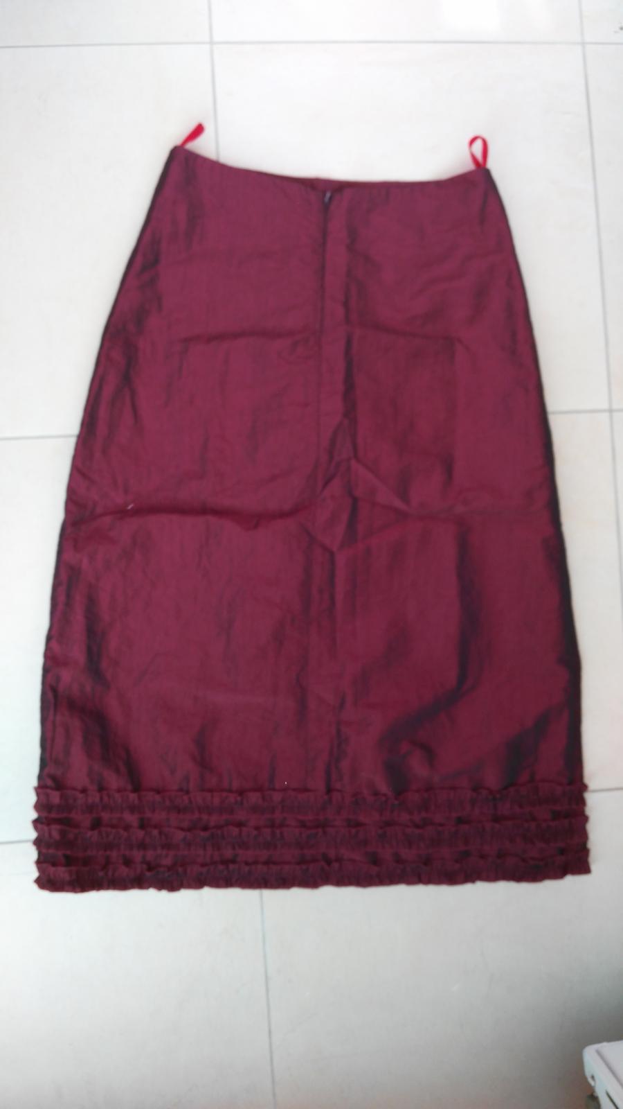 6e04fdd53c71 Bordová elegantná sukňa č. 38 m