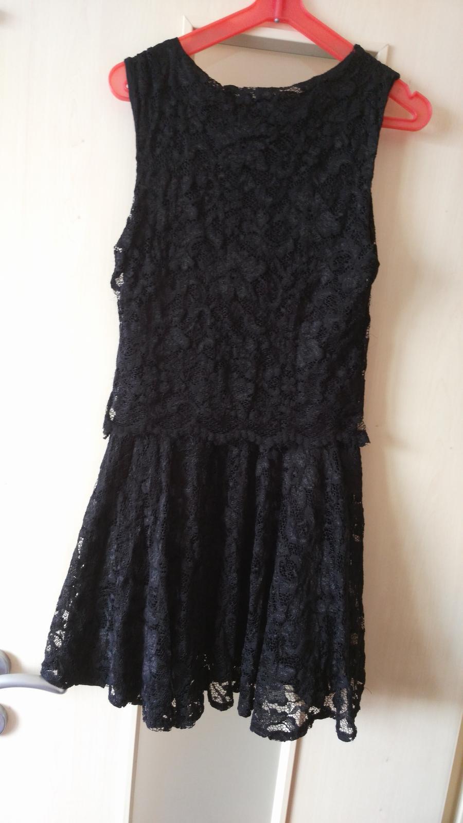 c873ebe5f6e4 Čierne čipkované šaty 38 m