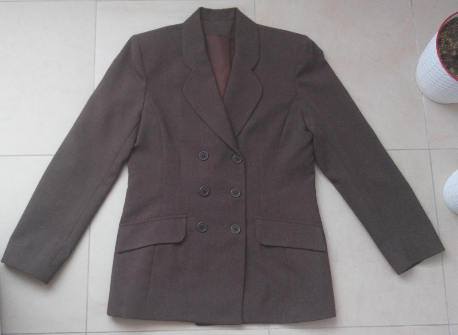 6a19607cdf43 Hnedý kostým sako + nohavice 38 m