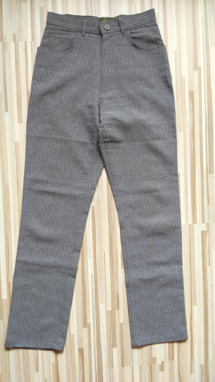 d7ef38a6da2c Šedé elegantné nohavice s pásikmi 36 s