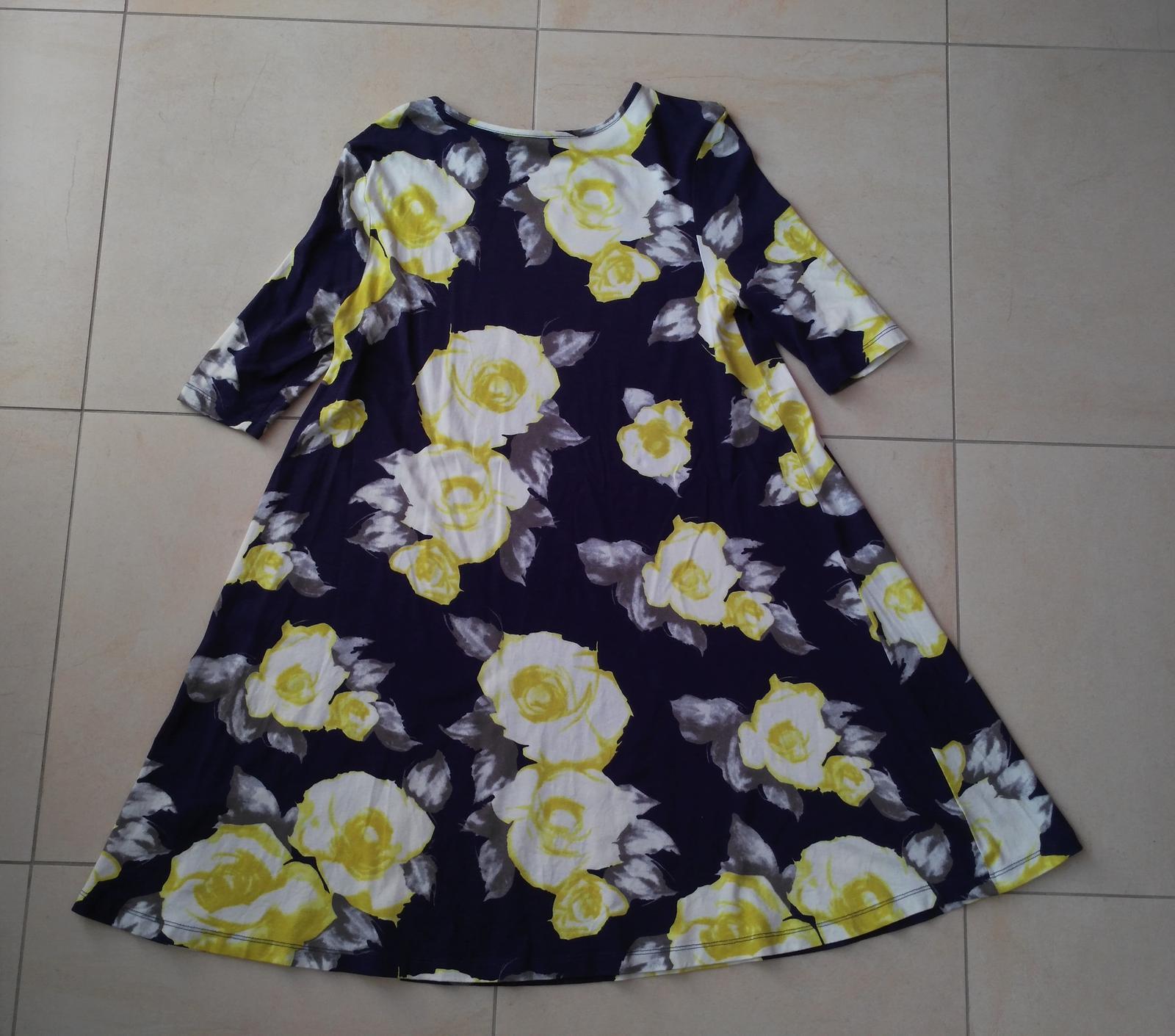 Tmavomodré kvetované šaty 40(l) d93d20835bd