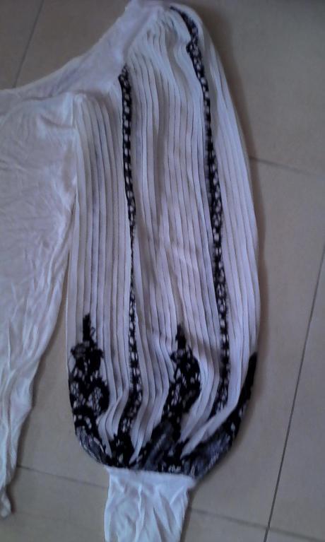 biela blúzka s plisovanými rukávmi č. 38, 38