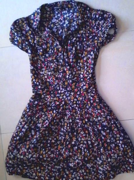 čierne šaty s drobnými kvietkami č. 34-36, 34