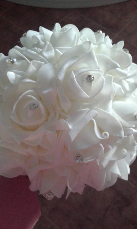 Házecí kytka a jako ozdoba na auto nevěsty,