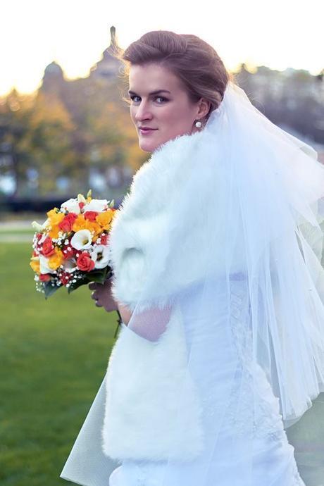 Svatební šaty + spodnice + kožešinový šál + závoj b647bb5449