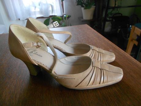 Kožená letní pásková obuv - Baťa , 38