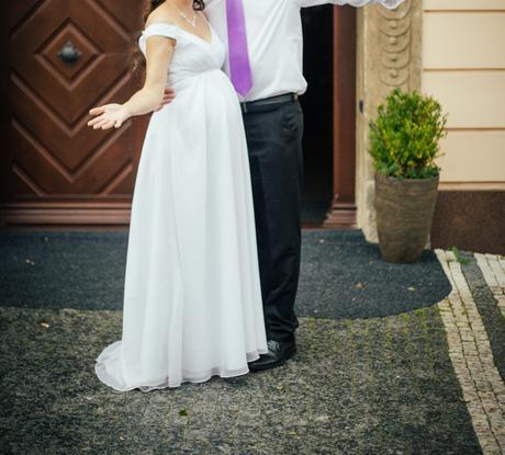 Bílé svatební šaty (i pro těhotné), 40