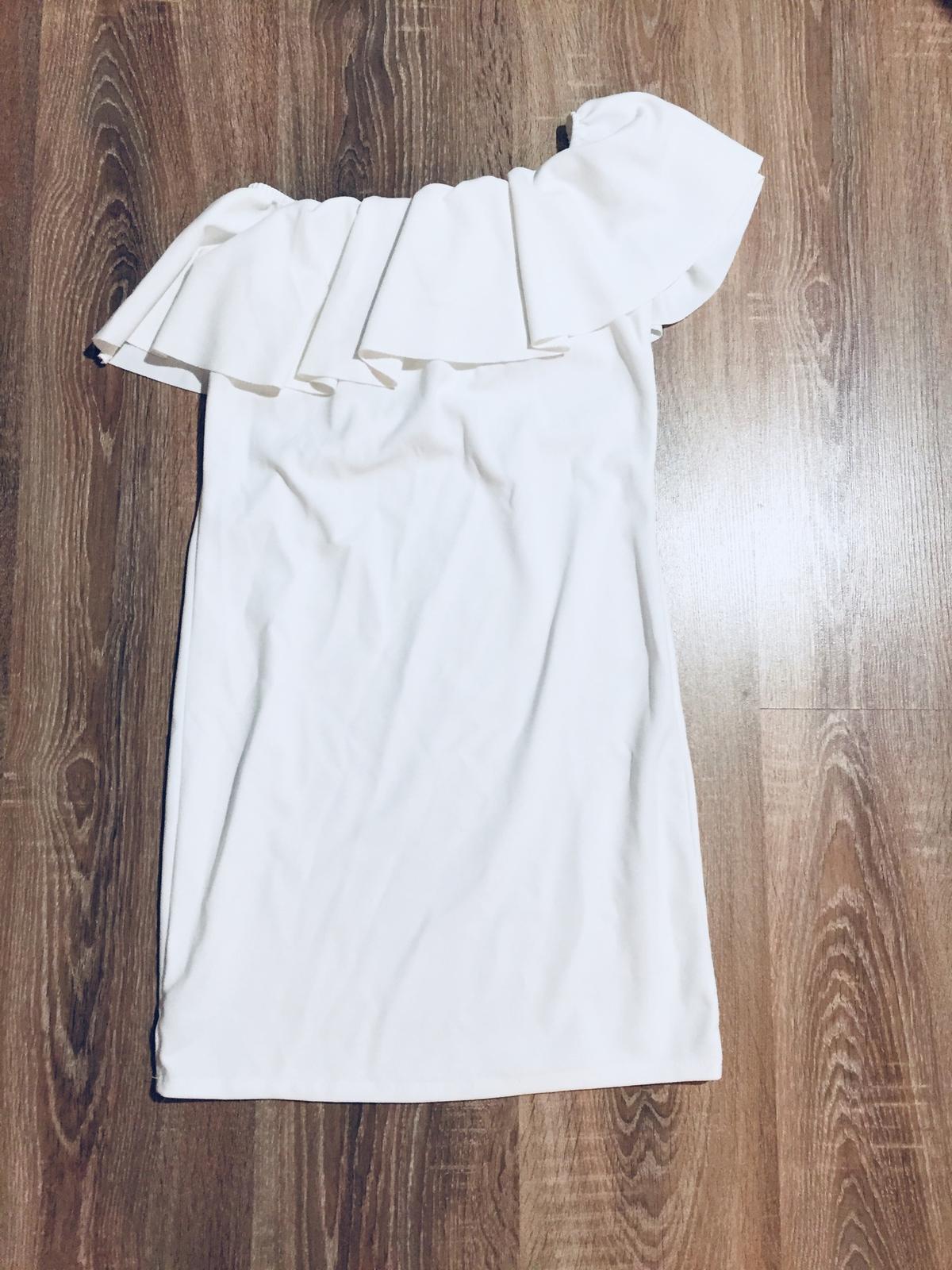 Biele šaty s volanom c32f13773a6