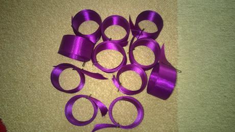 11 kusů zbylé saténové stuhy - tmavě fialová,