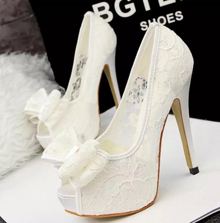7a3495bba70 Krajkové svatební boty