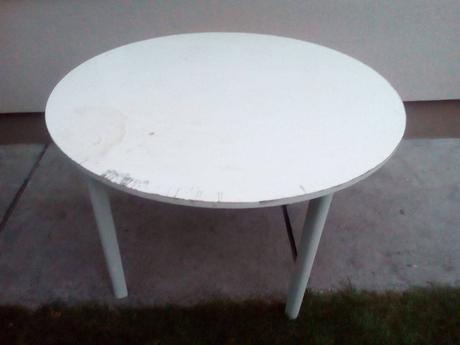 Jedálenský stôl,