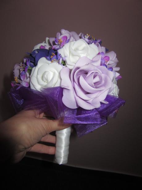 Svatební kytice z pěnových růží,