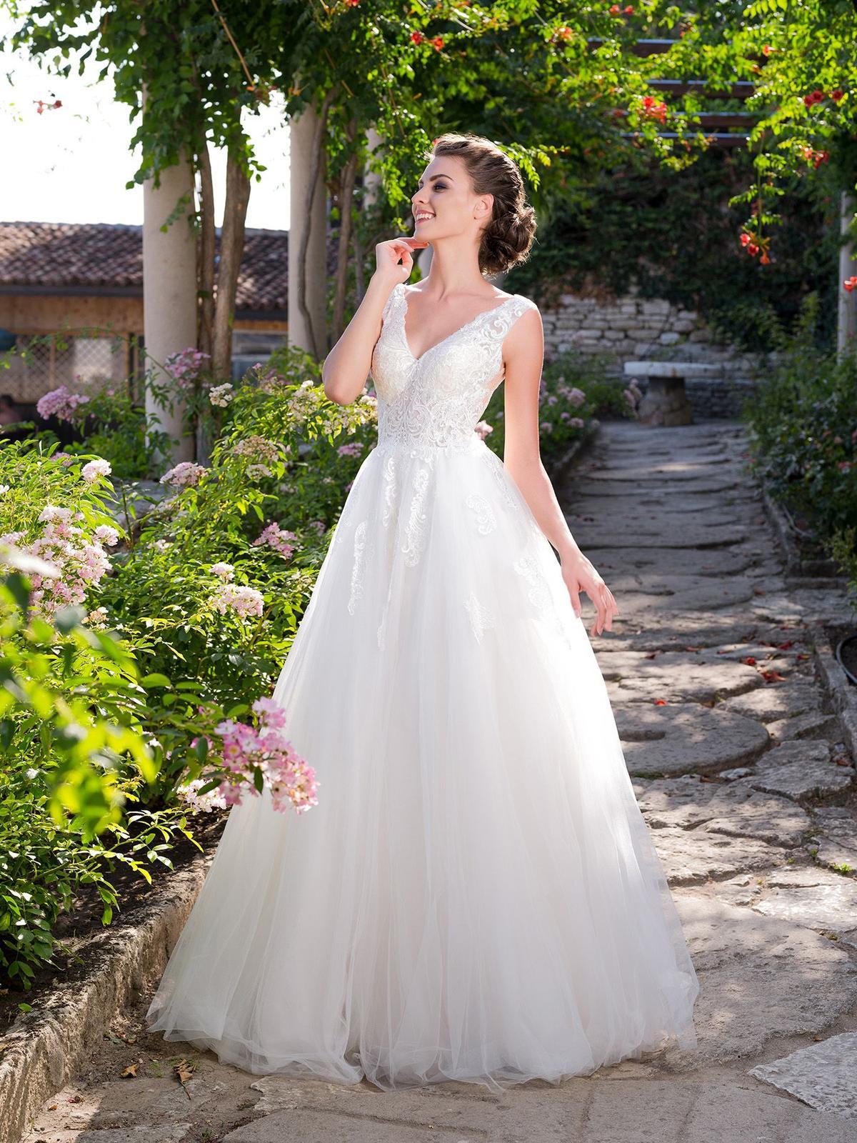 ee0dc5a08374 Graciózne svadobné šaty na predaj