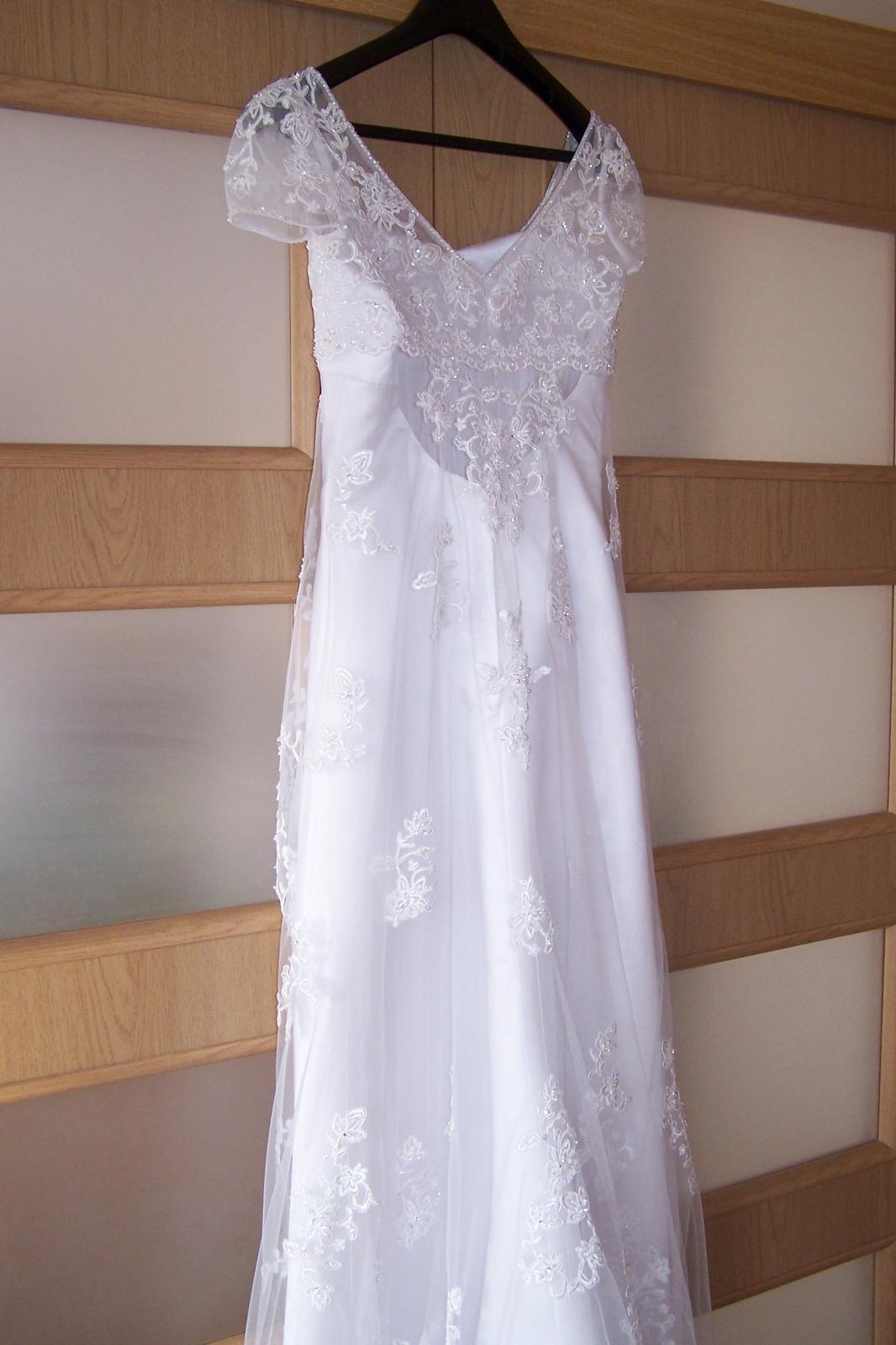 f43bb98f7e1b Hladké šaty s čipkovým bolerkom