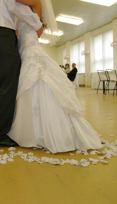Luxusné svadobné šaty + darček (svadobné náušnice), 36