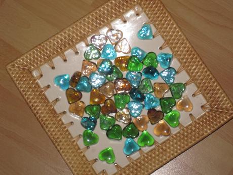 Misa č.2 so zelenými a béžovými kameňmi,