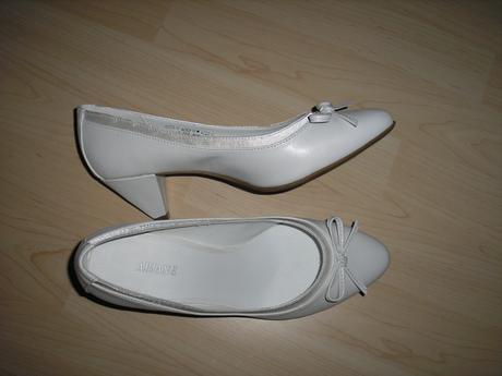 56c25c96c129 Biele svadobné topánky