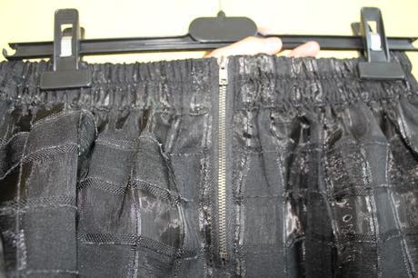 Čierna sukňa, 42