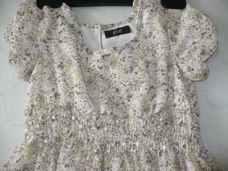 Kvetinkové šatičky, 128